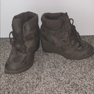 NWOT wedge boots
